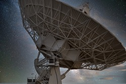 One of the large antenna dishes in the Very Large Array radio astronomy site in New Mexico