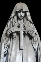 One of the many statues located in the cemetery of Genova Staglieno. Una delle tante statue situate nel cimitero di Staglieno a Genova.