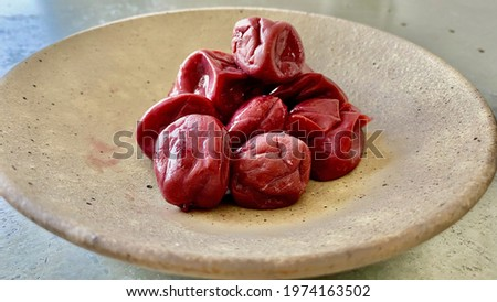 One of the most famous and iconic Japanese pickles or Tsukemono, are the tradicional pickled plums Umeboshi. Made from the sundry fruit Ume, salt, red Shiso to eat with rice or soups  Foto stock ©