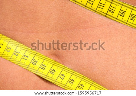 one person measures their belly circumference