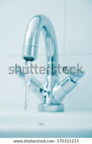 Open water faucet