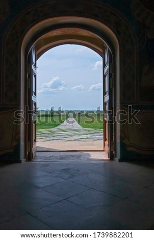 Open wooden door to the world with green environment. Climate change concept. Meditative stone walkway.  Foto stock ©