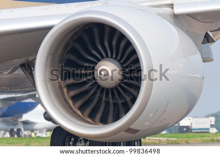 Operating an aircraft jet engine