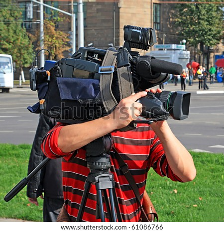 operator with camera on town street