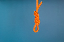 Orange climbing rope. Climbing equipment. Knot eight. Noose. Reliable node for belaying.