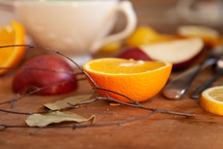 Orange, piers and apple slices