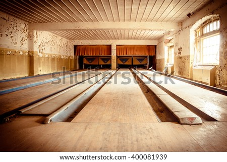 ORANGEBURG, NEW YORK - FEBRUARY 7, 2016: Abandoned bowling alley inside recreation center at Rockland Psychiatric Hospital.  #400081939