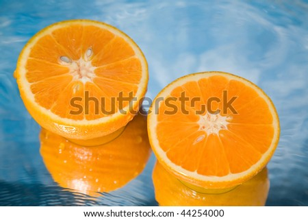 Oranges of gold color in a stream of water #44254000