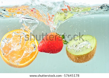 Oranges splashing into water