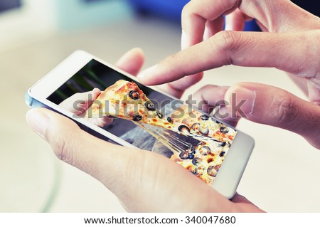 order pizza on line by smart phone
