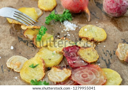 Organic oven baked, sweet and juicy sliced yellow beet and polka beet, baked in olive oil and served with parsley and sea salt.