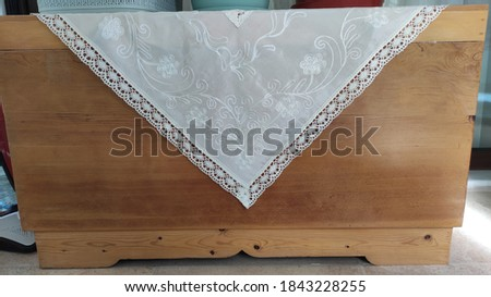 Oriental Decorative wooden chest with white quilt Stok fotoğraf ©