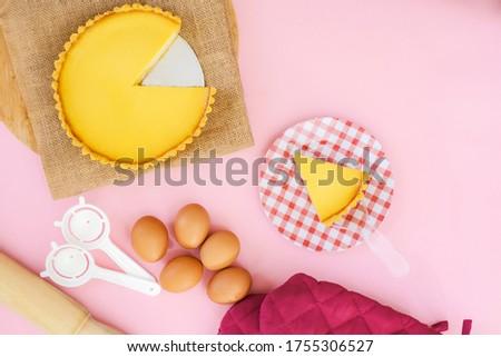 Original pie tarts, milk tarts, egg tarts, very suitable for dessert. with a pink pastel background
