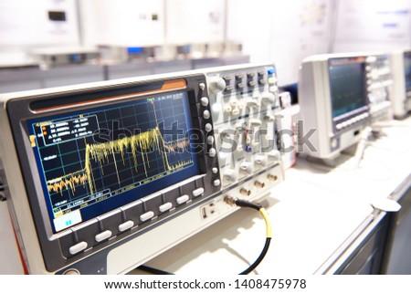 Oscilloscope spectrum analyzer in store exhibition