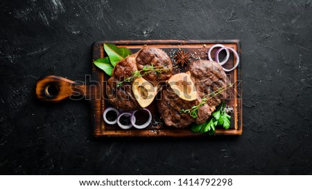 Osso buco cooked Veal shank on a black background. Top view. Free space for your text. Foto stock ©
