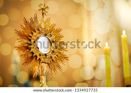 Ostensory for worship at a Catholic church ceremony - Adoration to the Blessed Sacrament - Catholic Church - Eucharistic Holy Hour ストックフォト ©