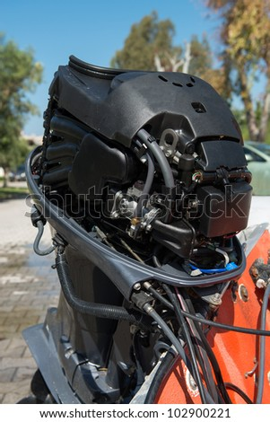 Outboard motor with cowling off