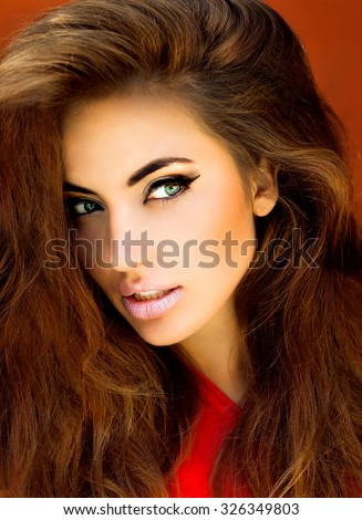 Outdoor fashion portrait of young sexy model woman with perfect skin face,luxury image,amazing woman,long wavy hairs,big blue eyes,tropical mood,full lips,young fresh face,mascara eyeshadow,make-up