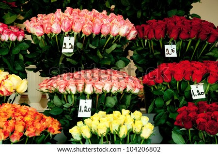 outdoor flower shop selling roses in Europe focus on  pink roses
