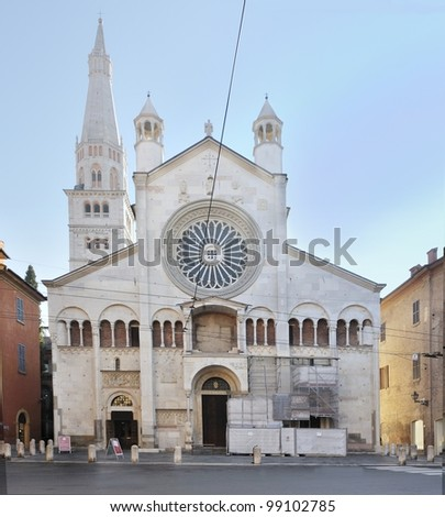 Outside view the cathedral of S. Maria Assunta in Modena, Italy