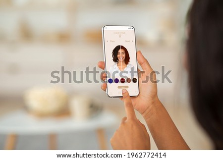 Over The Shoulder Of Woman Using Hair Color Simulation App On Mobile Phone, Trying Different Hairstyles With Modern Beauty Application With Augmented Reality System, Creative Collage, Closeup Foto stock ©