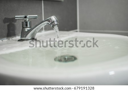 Overflowing water from the washbasin Stockfoto ©