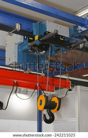 Overhead crane and hoist device mounted on a trolley  at beam #242211025