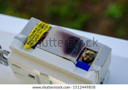 Overloaded receptacle burns on connection lead. Fire Hazard potential fire. #1512449858