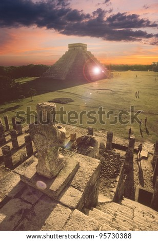 Overlooking the Mayan pyramid of Kukulcan El Castillo in Chichen-Itza (Chichen Itza), Mexico