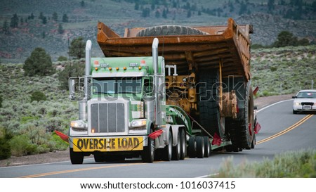 Oversize Load on the move #1016037415