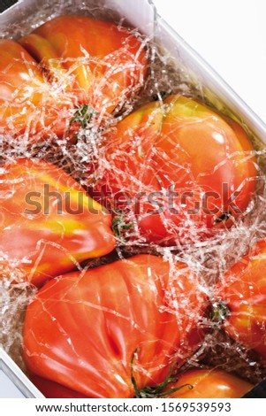 Ox heart tomatoes in protective packaging, transport packaging #1569539593