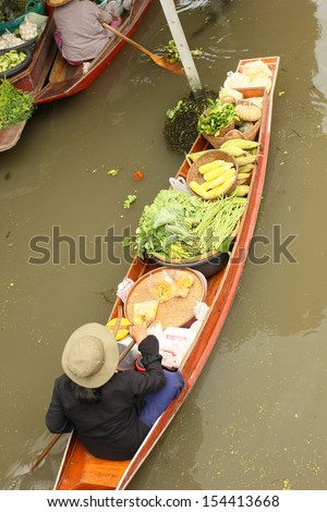 Paddle boats selling vegetables at the Floating Market.
