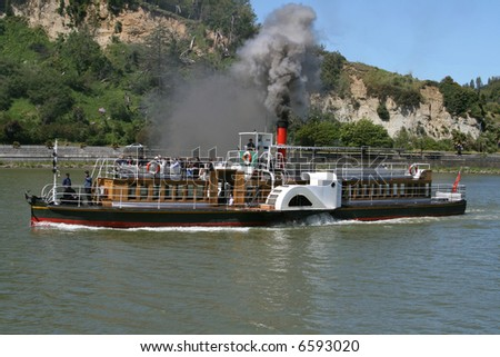 Paddle steamer on Whanganui River, New Zealand