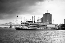 Paddlewheel riverboat sets sail on the Mississippi River from New Orleans
