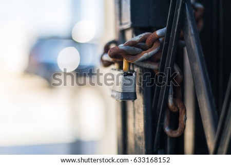 Padlock and chains #633168152