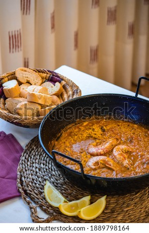 Paella, juicy rice, arroz caldoso, arroz meloso, spanish typical dish, seafood, Valencian dish Foto stock ©