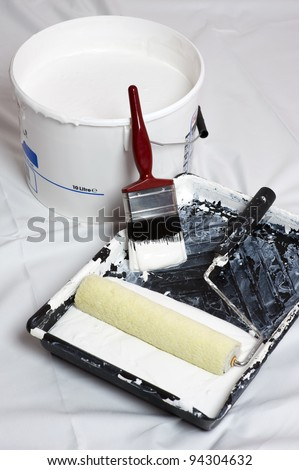 paint brush and roller for decoration