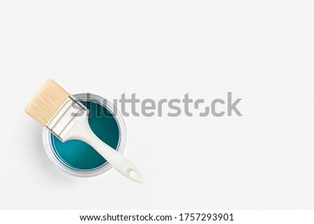 Paint brush with an open can of turquoise paint on white background. Top view, flat lay. Foto d'archivio ©