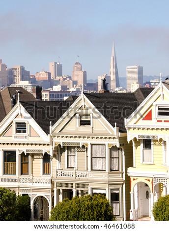 Painted Ladies and San Francisco skyline