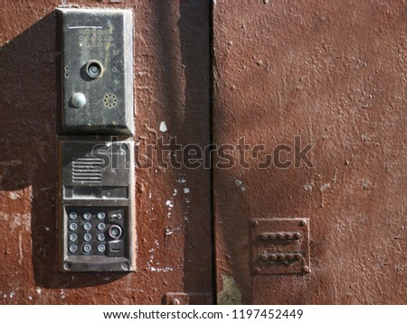 Different doors Images and Stock Photos - Page: 2 - Avopix com
