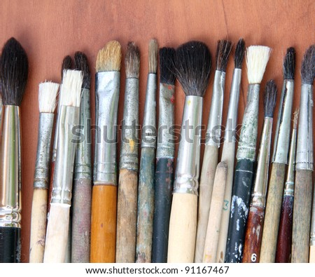Painting brushes on the wooden table