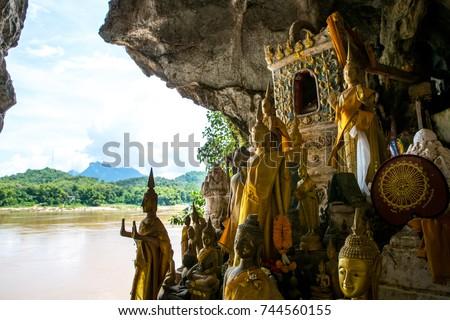 Pak Ou caves or Tam-Ting, Luang Prabang, Laos Stockfoto ©