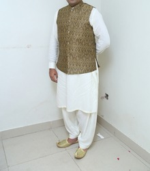 Pakistan Indian Groom wearing wedding qameez shalwar dress