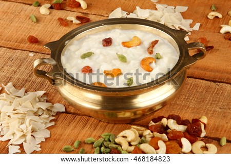Palada payasam-a delicious  dessert served n traditional brass pot,Shallow depth of field photograph. Foto stock ©