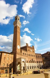Palazzo Pubblico and Mangia Tower (Torre del Mangia) un Campo Square (Piazza del Campo) in Siena, Tuscany region, Italy. The historic centre declared by UNESCO a World Heritage Site. Wide angle photo