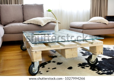 pallet coffee table - a contemporary interior detail