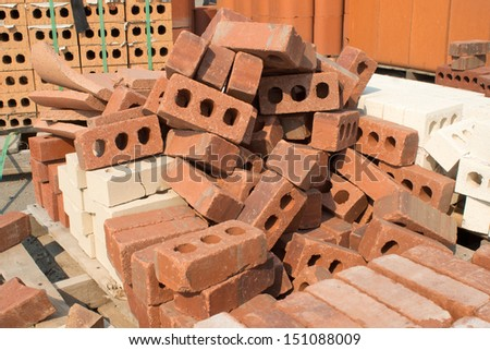 Pallet of assorted bricks.