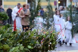 Palm consecration on Palm Sunday in Schörfling (Vöcklabruck district, Upper Austria) - Every year on Palm Sunday, colorfully decorated palm bushes commemorate the entry of Jesus Christ into Jerusale