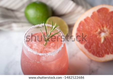 paloma cocktail with grapefruite on marble background Foto stock ©