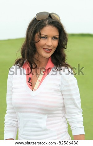 PALOS VERDES - APR 29: Catherine Zeta Jones at the 9th annual Michael Douglas and friends Celebrity Golf Tournament at the Trump National Golf Club in Palos Verdes, CA on April 29, 2007